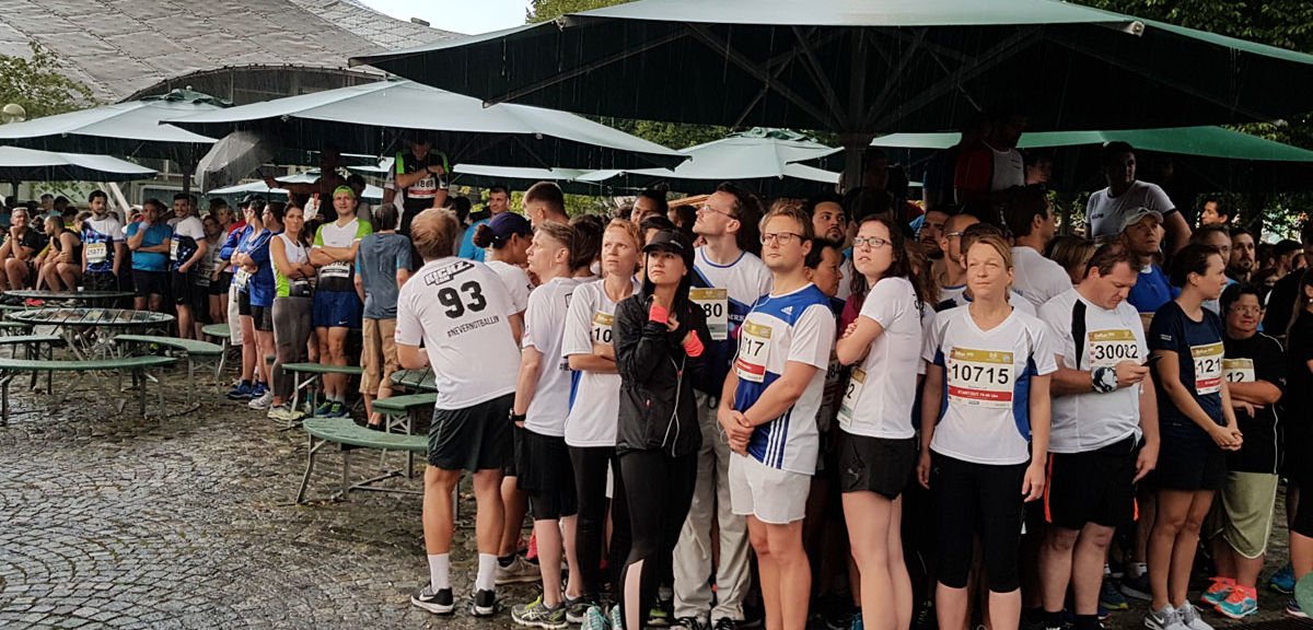 B2Run 2018 Regen vor dem Start